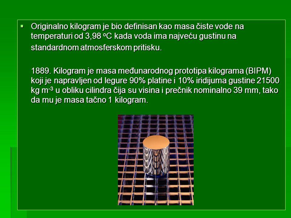Originalno kilogram je bio definisan kao masa čiste vode na temperaturi od 3,98 oC kada voda ima najveću gustinu na
