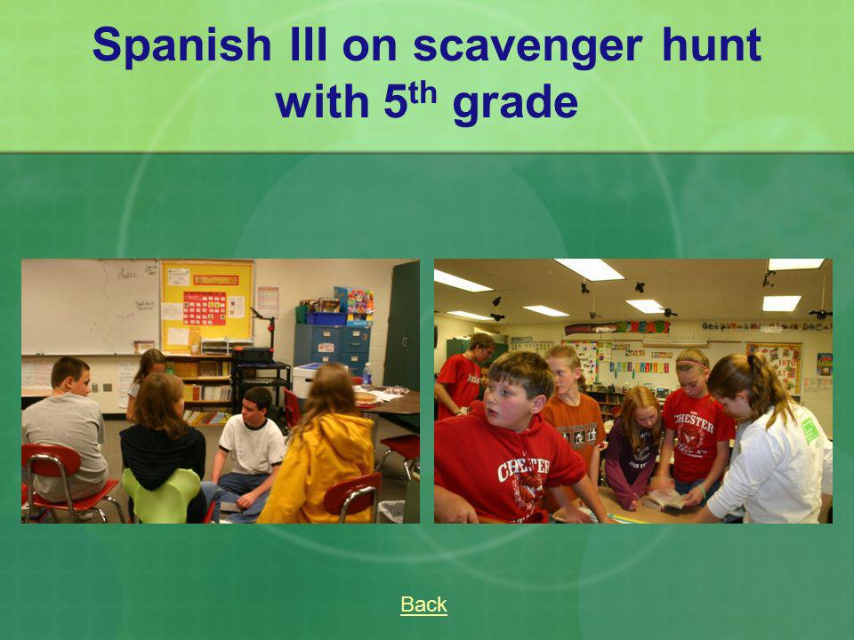 Spanish III on scavenger hunt with 5th grade