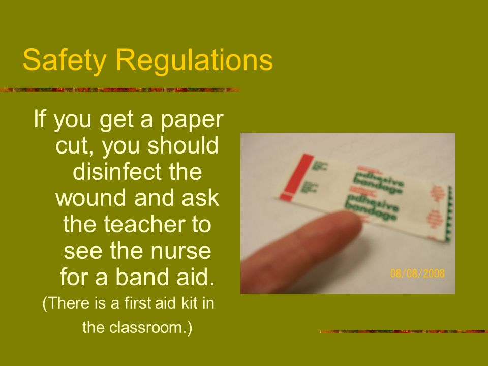 (There is a first aid kit in the classroom.)