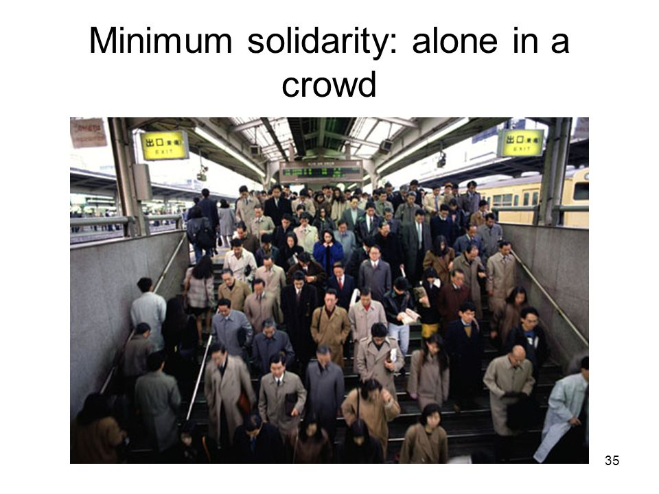 Minimum solidarity: alone in a crowd