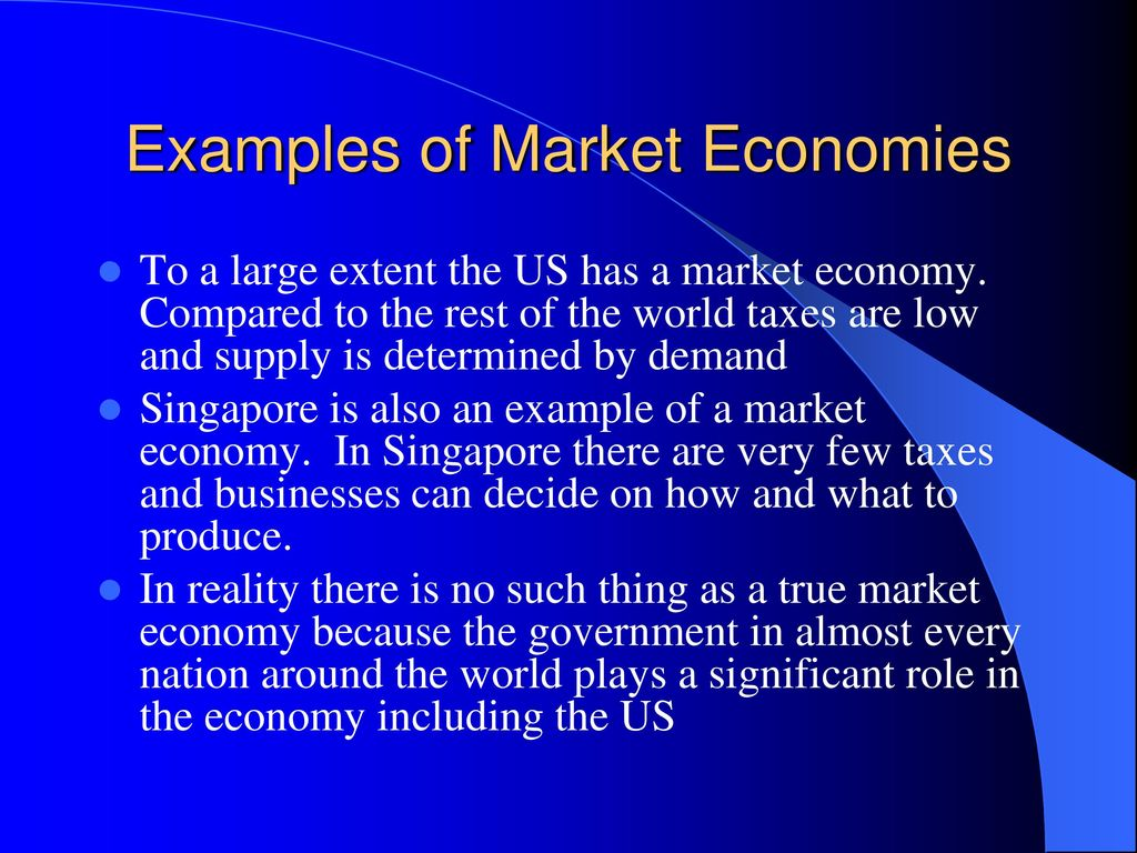 compare the difference between market and command economic systems