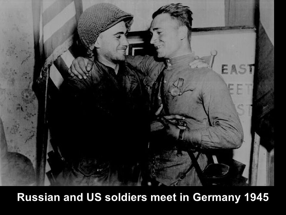 Russian and US soldiers meet in Germany 1945