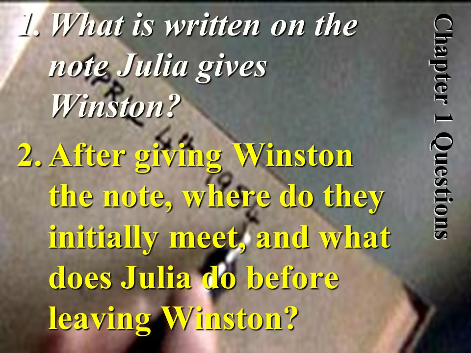 What is written on the note Julia gives Winston
