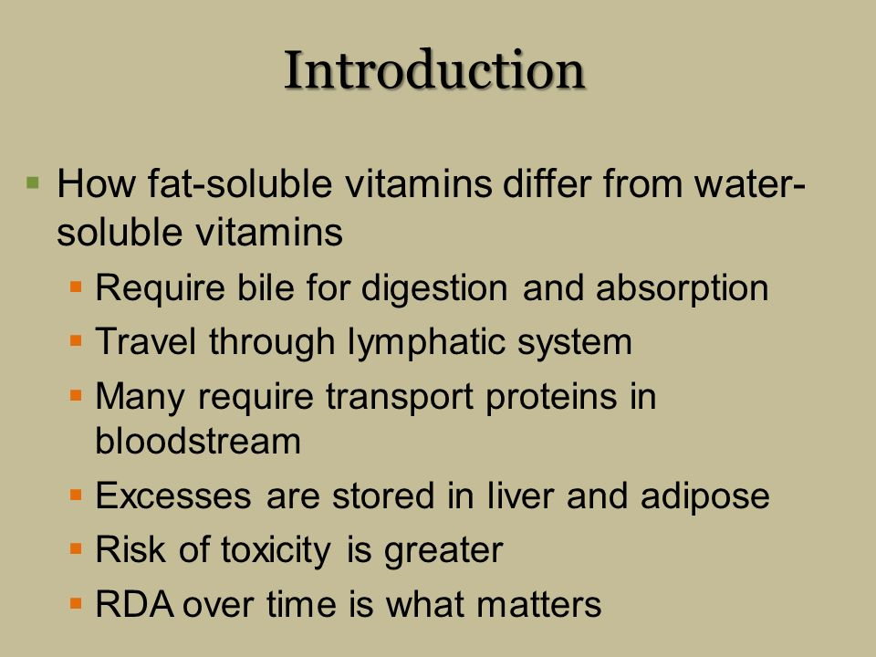 difference fat water soluble vitamins The key difference between fat soluble and water soluble vitamins is that the fat soluble vitamins are soluble in fat hence, the body absorbs them when bile salts are available while the water soluble vitamins are soluble in water hence the body can easily absorb them.